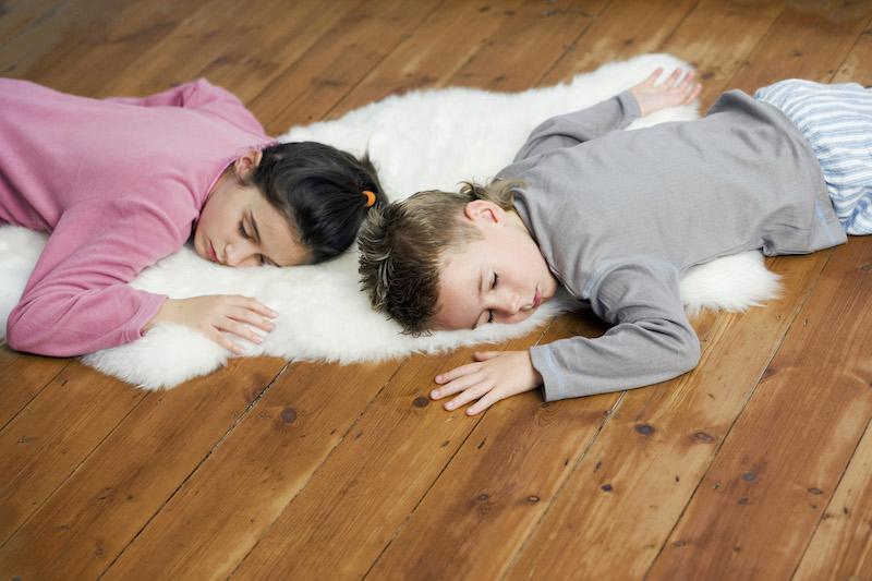 Frère et soeur endormis